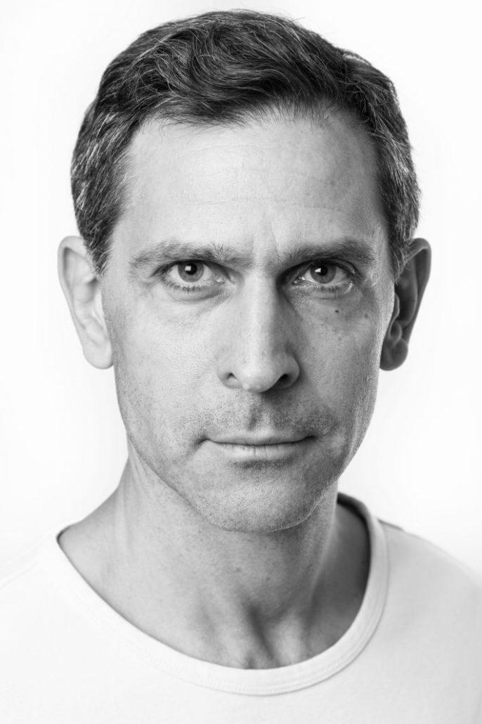 Svartvitt porträtt Daniel Goldmann, skådespelare